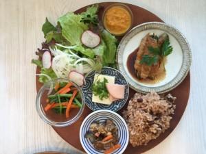 KURASSO Cafe プレートランチ_春菊えのき豚まき