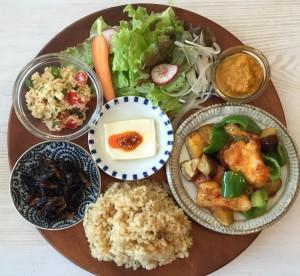KURASSO Cafe プレートランチ_ナスピーマン